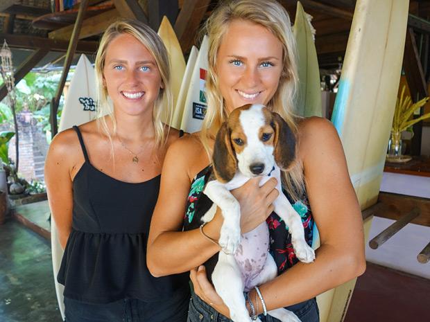 Emma and Lisa at Spirulina Restaurant in Puerto Escondido